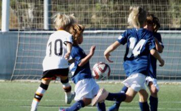 Jugada partido fútbol 8