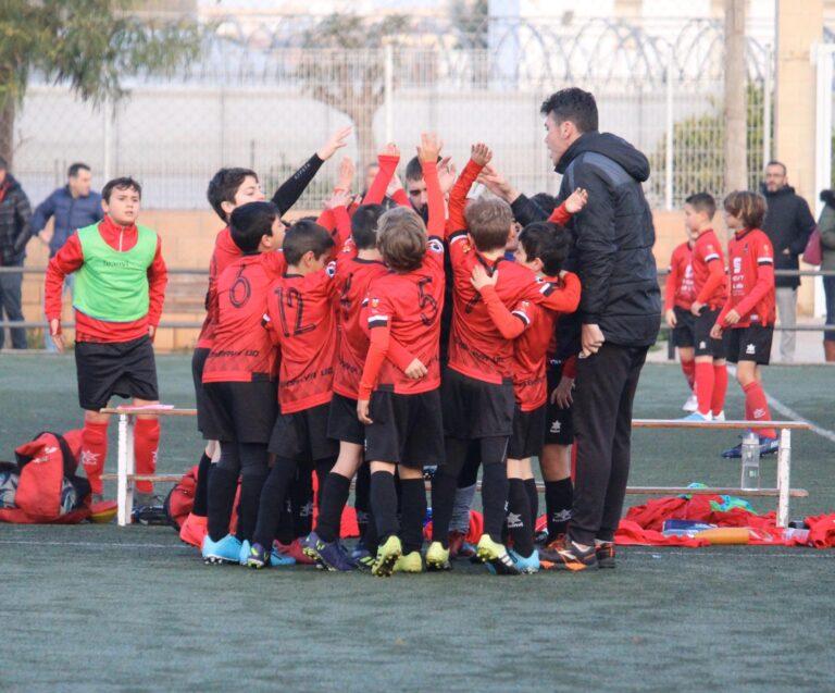 Joan, premiado en el Concurso Joma CS, sortea las botas entre los jugadores del Benjamín B del Alboraya UD