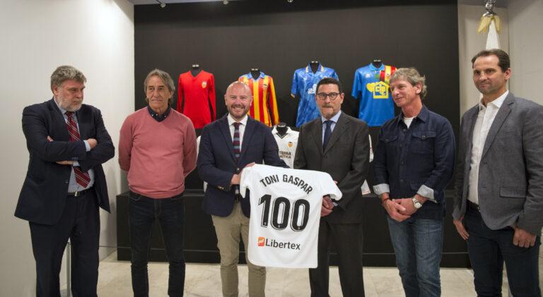 La Diputació exhibe el 'sentiment' del valencianismo con los recuerdos de 100 años de historia