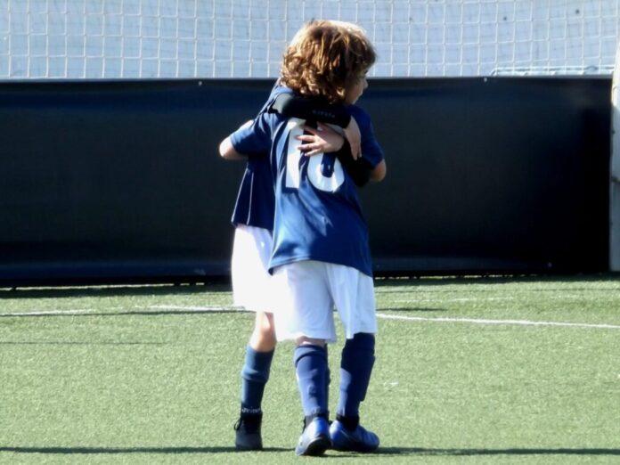 Abrazo Fútbol Prbenjamín