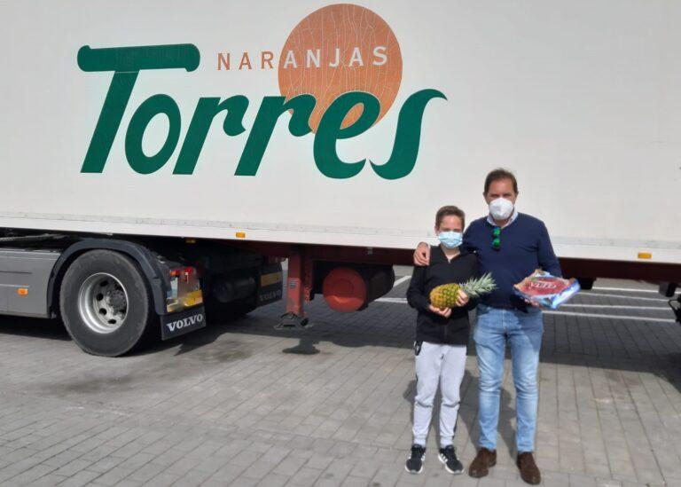 Francisco Alfonso disfruta con el premio de Naranjas Torres